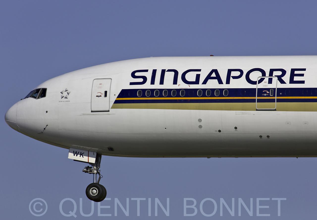 Singapore Airlines Boeing 777-312(ER) 9V-SWK