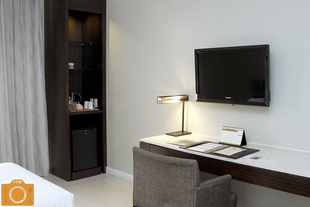 B Hotel Standard Room Desk