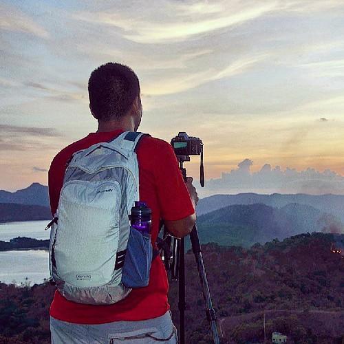 The Pacsafe Camsafe Venture V16 in review at www.ferdzdecena.com #travelgear #camerabag