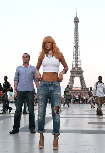 rihanna-eiffel-tower-2013-1