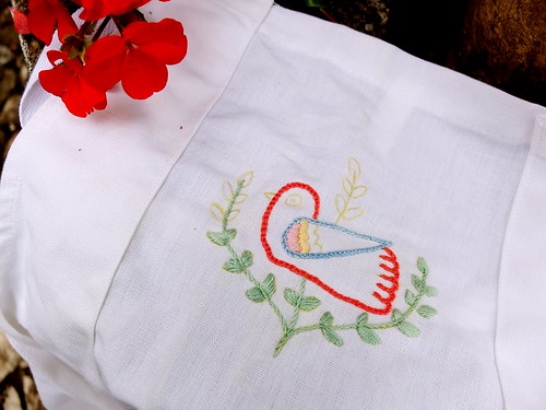 "Embroidering ""bird from Alentejo"" pattern"