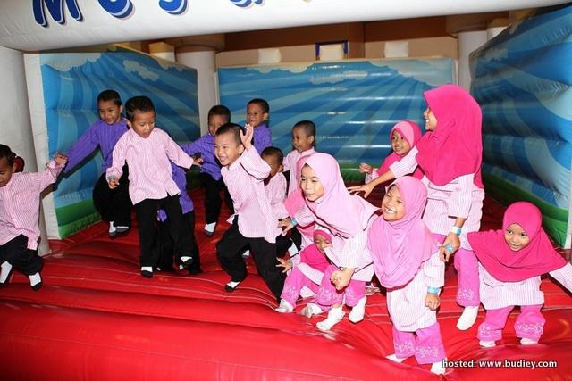 Children Of Rumah Amal Siraman Kasih Having A Ball During The Milk Mug And Susu Dan Sahur Campaign Launch