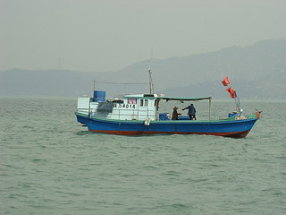 020 Bootje op zee