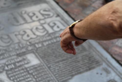 Detalle monumento homenaje a la constitución española