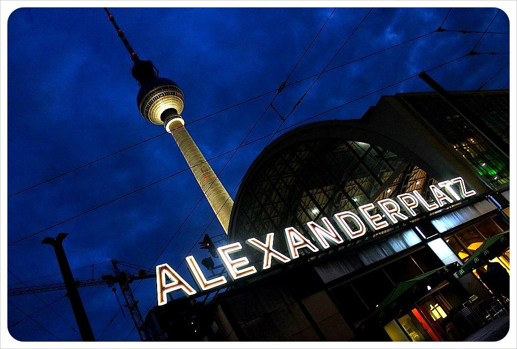 alexanderplatz at night1