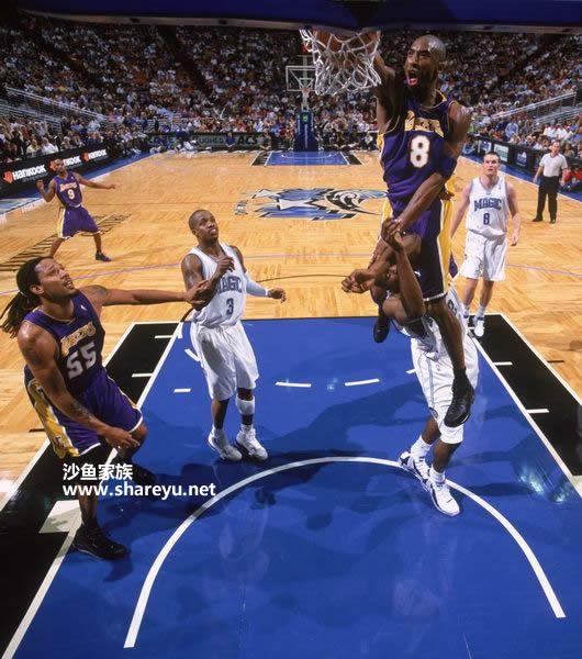 月13日NBA科比骑扣霍华德图片
