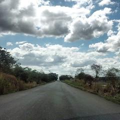 El camino que está por delante, es desconocido y produce temores... No te detengas y sigue caminando... Vive lo que venga, pero no te detengas