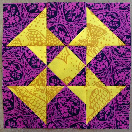 I am not a competitive sport person, but the feeling I get from this block is what I imagine a touchdown would feel like. I have a fluttering joy in my chest and an urge to jump up and pump my fist. A Dandy block, #ponyclubquilt #annamariahorner