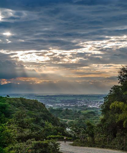 sunset southamerica atardecer colombia paisaje sunrays rayosdesol valledelcauca atardecercolombiano panasonic1442mm panasoniclumixgf5 floridavalledelcauca