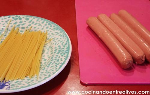 Medusas o Pulpos de espaguetis con salchichas www.cocinandoentreolivos.com (3)