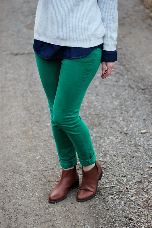 green-jeans-white-sweater5