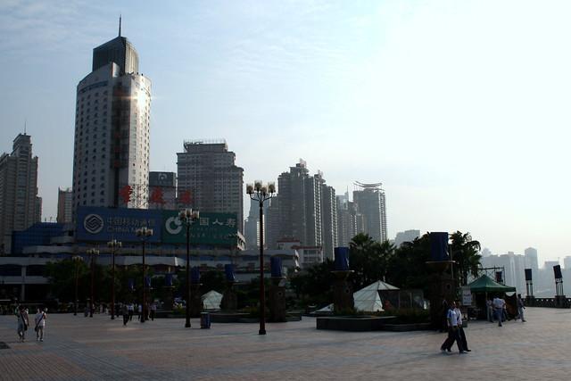 朝天門広場、街向き