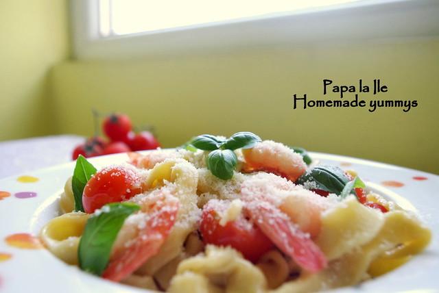 Paste proaspete cu creveti picanti si rosii cherry (10)