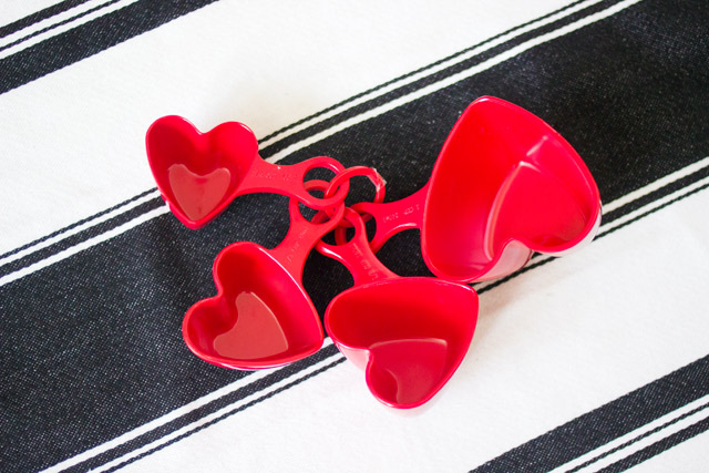 heart shaped measuring cups