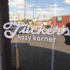 A quick stop every. single. friday. Happy hour from 5-7 with some super jams. Get there during the week 😕#happyhour @tuckerskozykorner