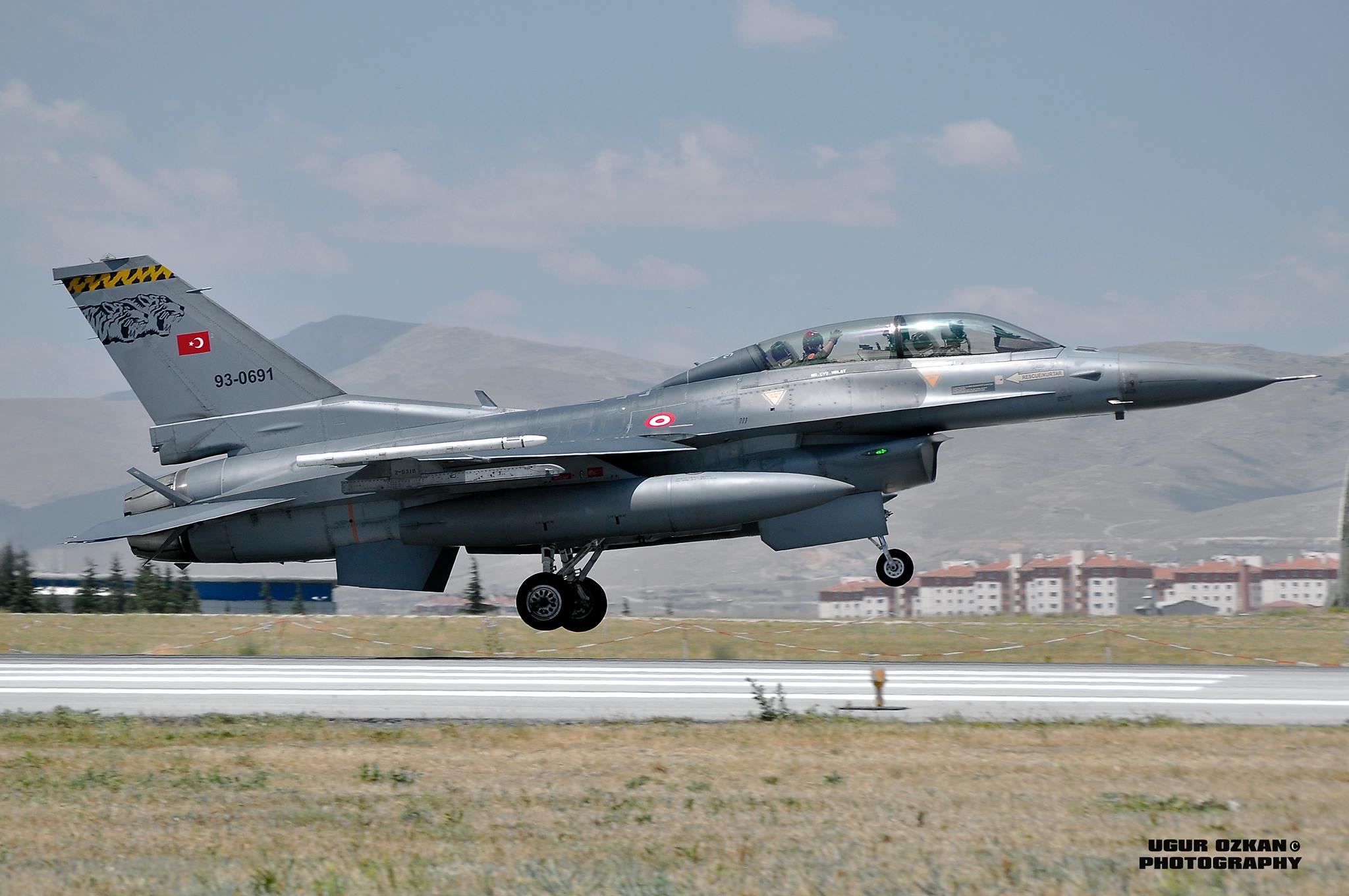 F-16 Fighting Falcon - Page 2 9101431898_312505e53c_k