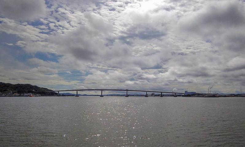 児島湾大橋が見える