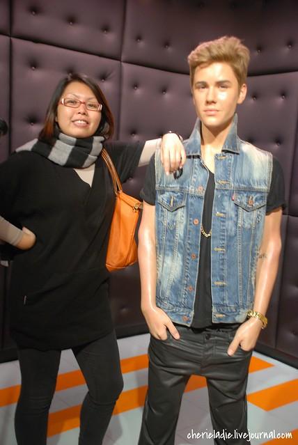 Justin Bieber wax replica & Cindy looking smug