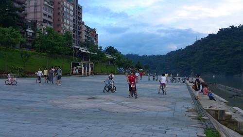 碧潭橋下的廣場