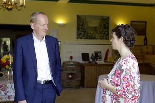 Opel-Chef Dr. Karl-Thomas Neumann mit Ivonne Gräfin von Schönburg-Glauchau (geb. von Opel) auf Schloss Westerhaus