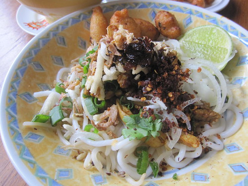 Mandalay thick round rice noodle salad