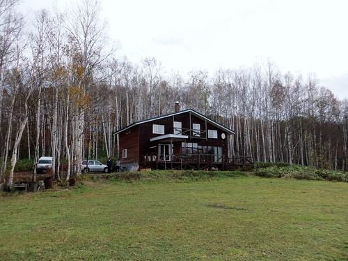 建物の外観。周りは白樺林だけです。