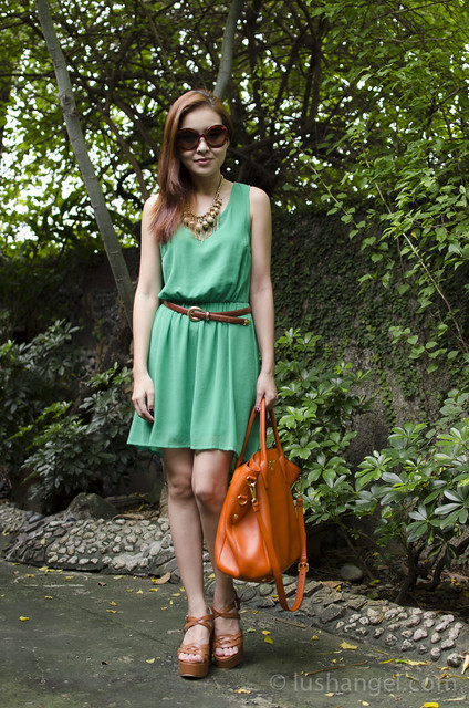 outfit-green-and-orange-combination