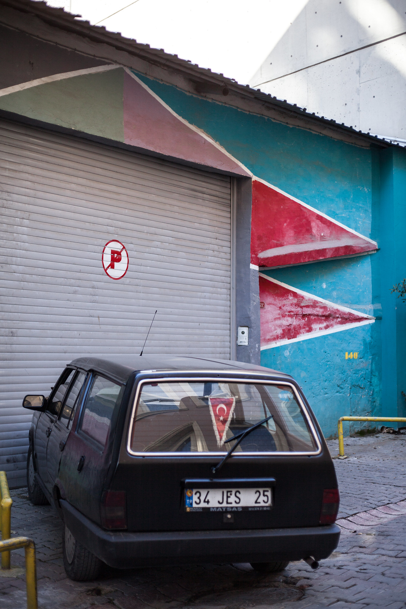 Red triangles, Galata.