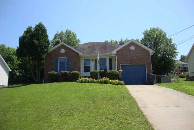 Homes for sale in clarksville tn take a peek at 126 for Flooring clarksville tn