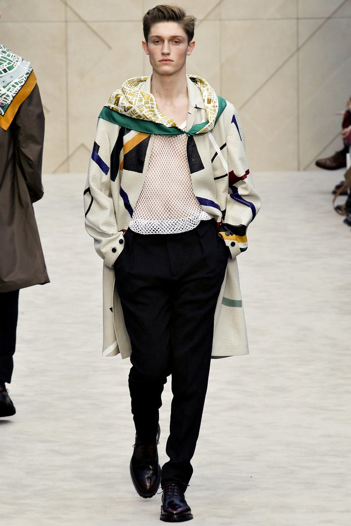 FW14 London Burberry Prorsum002_Callum Ball(VOGUE)