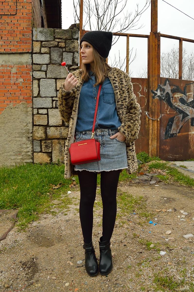 lara-vazquez-madlula-blog-leopard-coat-red-detail-comfy-look