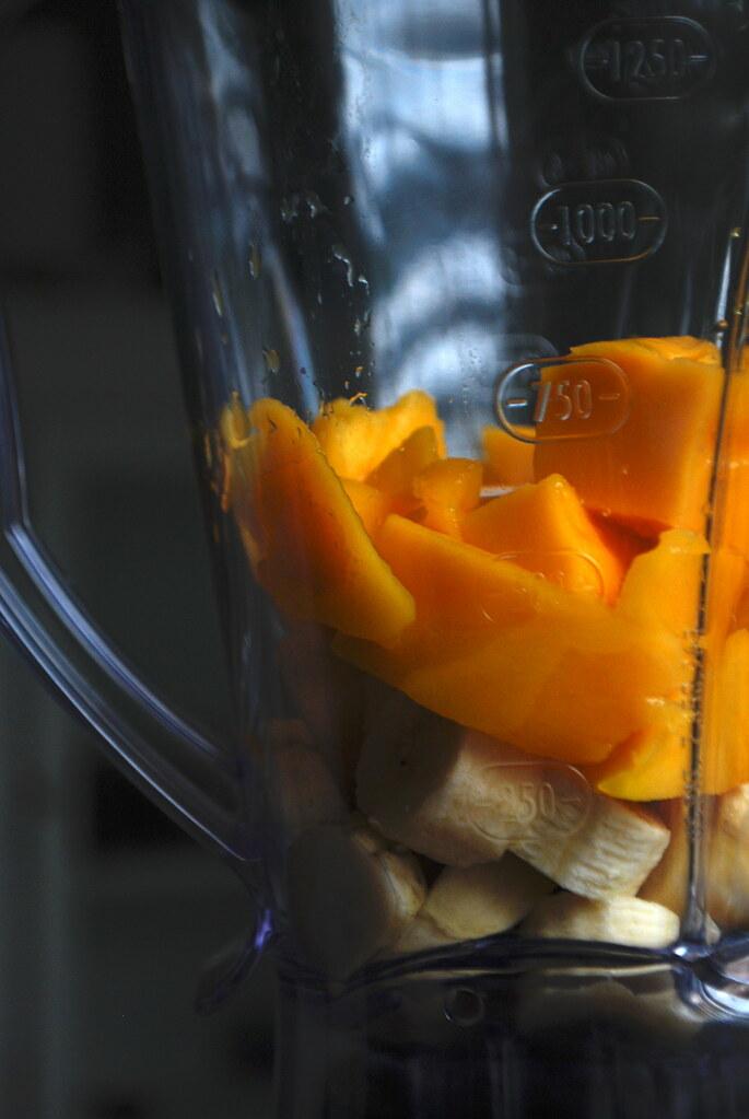 banana and mango in blender