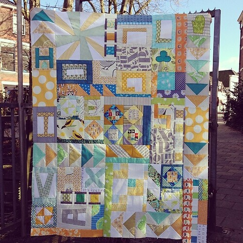 It's finished!! Our Double Dutch quilt made by @lotjemeijknecht @zusjeb @followbunny @piecesoffab @muriel14 and Nicolette (Dutch Comfort). Made in one day!!