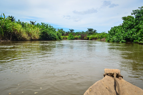 Down the Longa river on a canoe