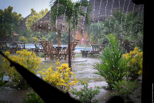 travel light summer wet water rain canon photography 50mm lights drops view nicaragua centralamerica buenaondabeachresort