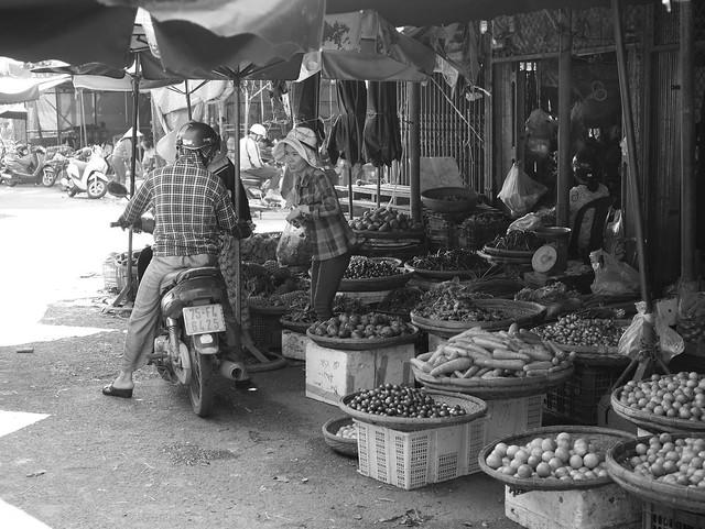 Market in Hue 3