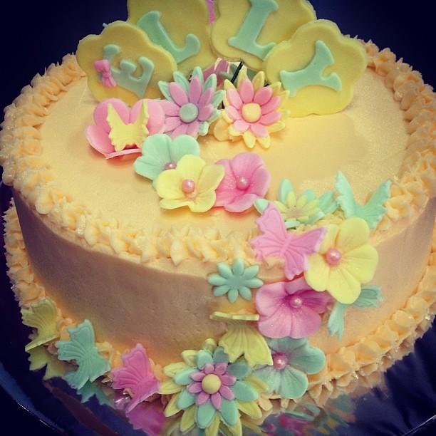 Close Up Of The Flowers Redvelvet Birthday Cake Buttercream Icing