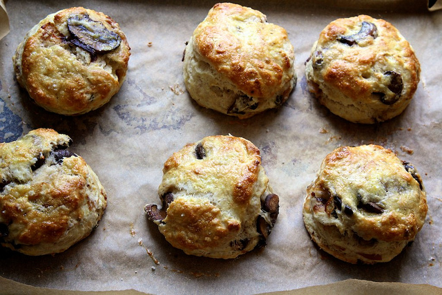caramelized mushroom biscuits