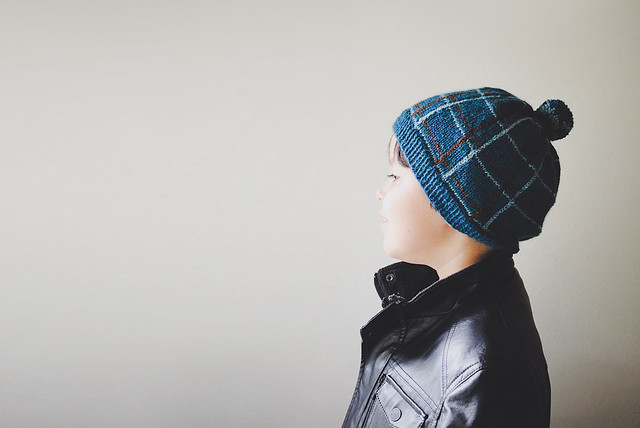 Knitting: plaid beanie