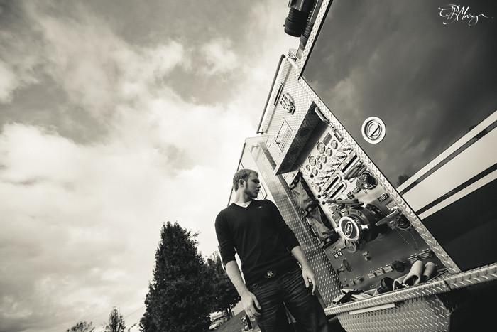 B&W_Truck_Tilt