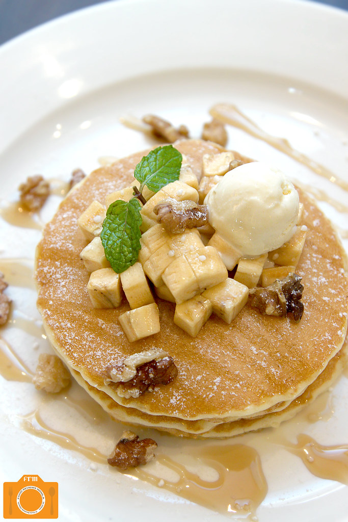 Italianni's Banana and Walnuts Pancake