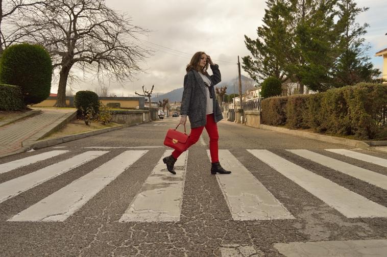 lara-vazquez-madlulablog-fashion-blog-walk-winter-red-grey-outfit-beatlemania