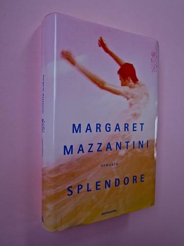 Margaret Mazzantini, Splendore. Mondadori 2013. Art Director: Giacomo Callo; Progetto Grafico: Marcello Dolcini; Graphic Designer: Susanna Tosatti; alla sovracop: ©R. McGinley. Dorso, prima di sovracop. (part.), 1