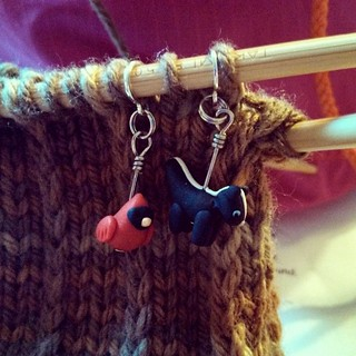 Starting the thumb gusset for Mom's #fingerlessmitts #knitstagram #knitting #BerrocoVintage #cardinal #skunk #stitchmarkers #getyourkniton
