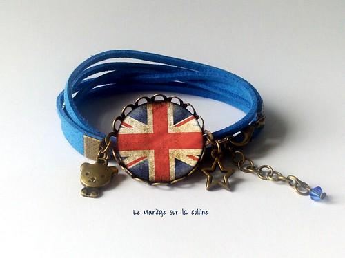 bracelet bronze suédine bleu London cabochon drapeau britannique grunge et breloques nounours et étoile