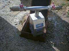 Contador comunitario con el que extraen agua del grifo comunitario