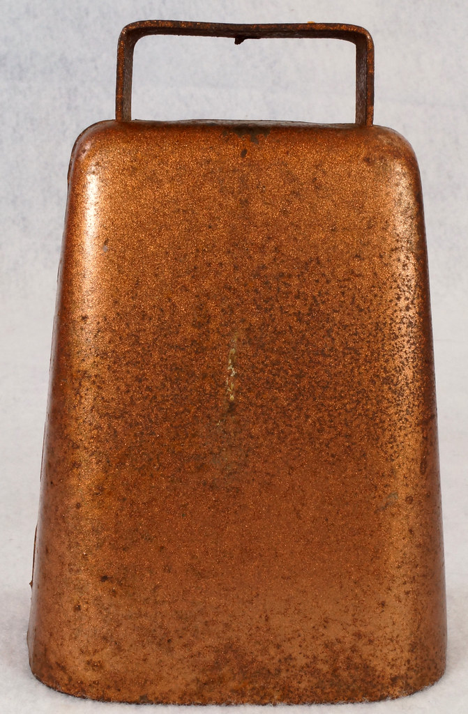 RD14823 Vintage Copper Colored Steel Cow Bell 5 inch Tall DSC09302