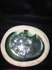 dishware(0.0), jewellery(0.0), glass(0.0), circle(0.0), green(1.0), jade(1.0),