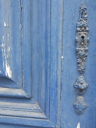 #doors #doorsworldwide #doors_p #decay #blue by Joaquim Lopes
