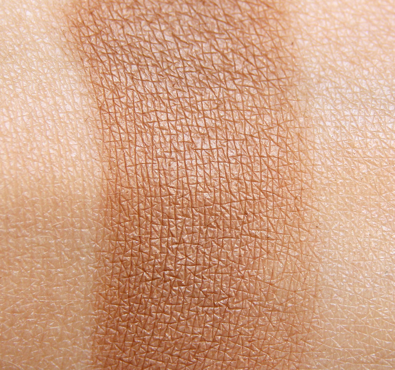 Kicks summer in the city bronzing powder swatch